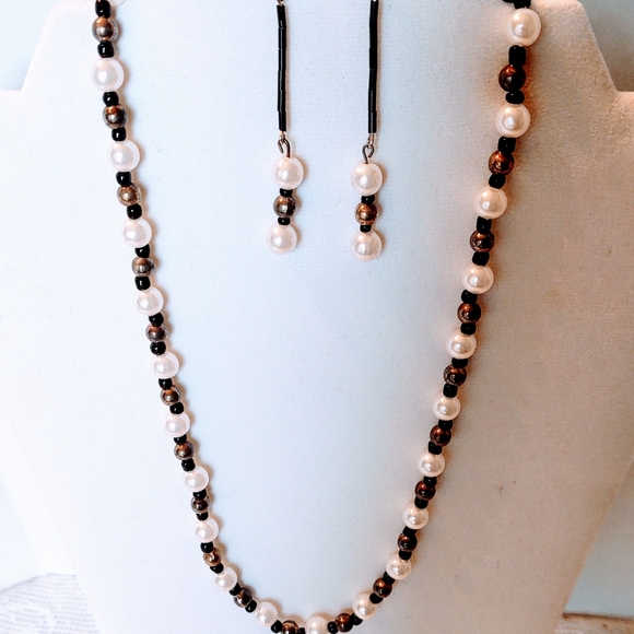 19 Inch Black and Gray Shell Pendant Necklace with Pearls and Black Onyx with Earrings